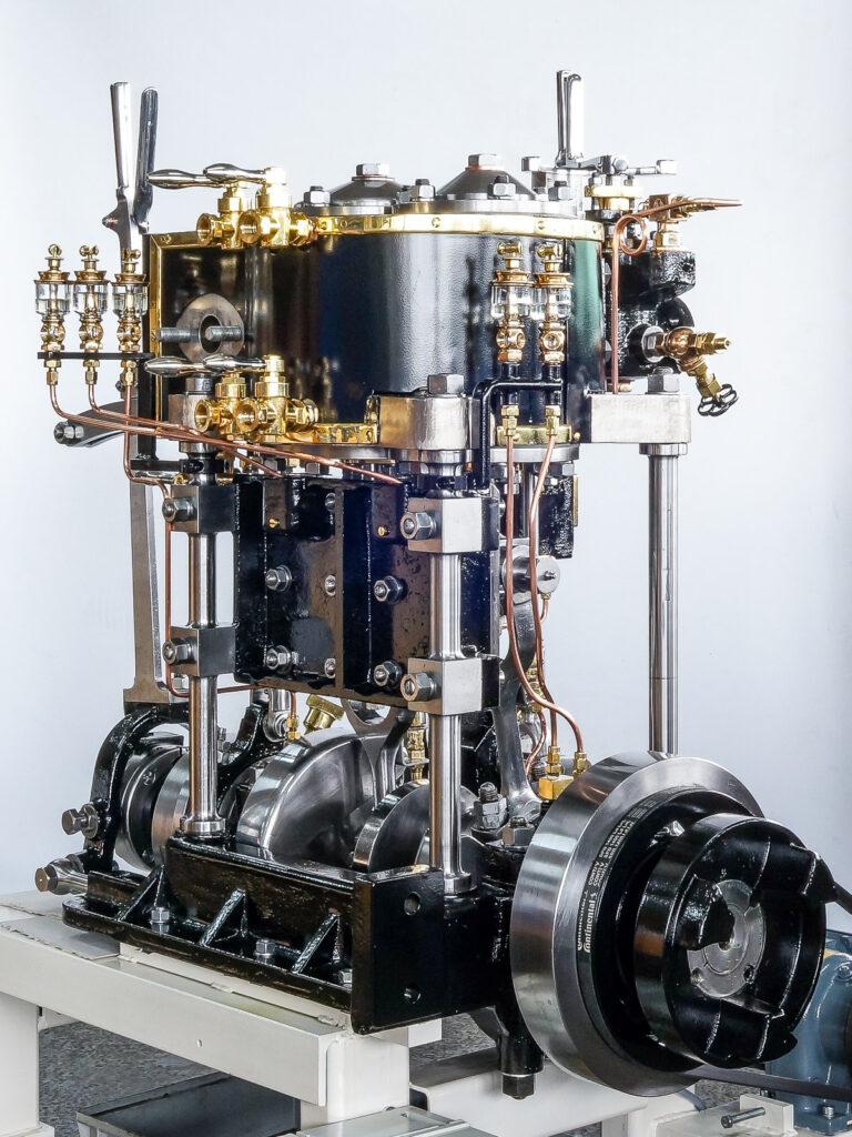 restaurierte Dampfmaschine DS Greif